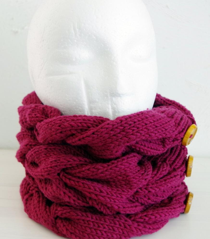 Chunky cable knit cowl | Knitting Blog Pattern Duchess
