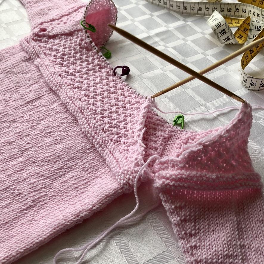 malha bebê camisola raglan com abertura